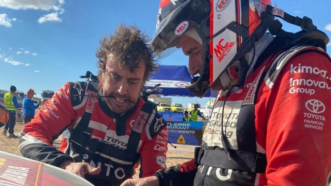 Alonso vive la dureza del Dakar: