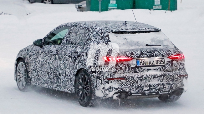 Audi RS 3 Sportback 2021 - foto espía posterior