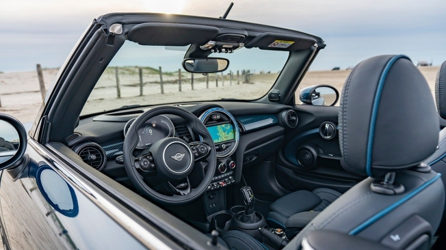MINI Cabrio Sidewalk - interior
