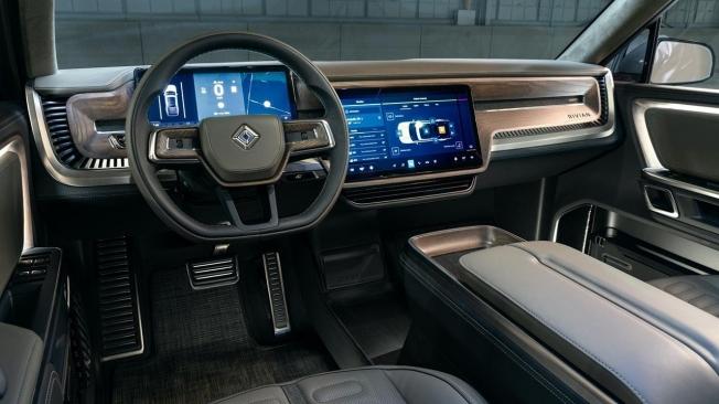 Rivian R1S - interior