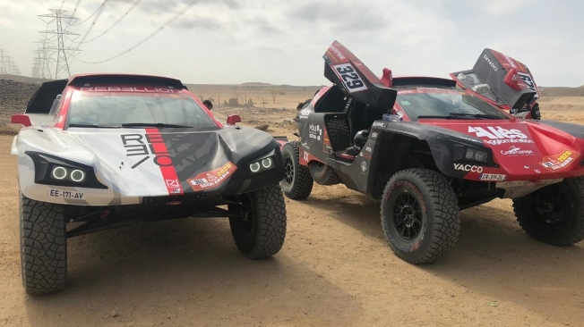 Romain Dumas y Willy Jobard, la cara amarga del primer día del Dakar