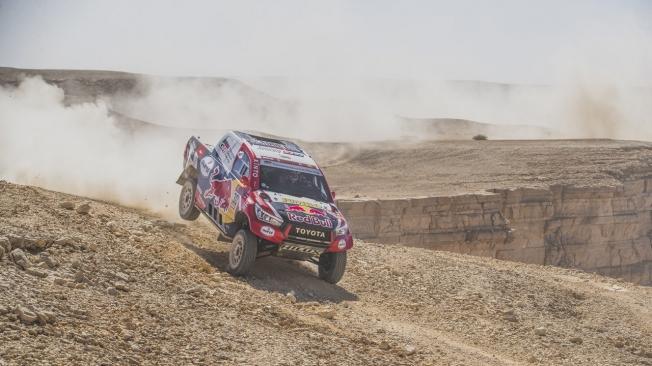 Peterhansel puede con Al-Attiyah en un día difícil para Carlos Sainz
