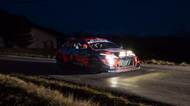 Thierry Neuville pone la magia en la noche del Rally de Montecarlo