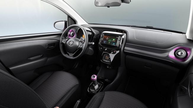 Toyota Aygo x-style - interior