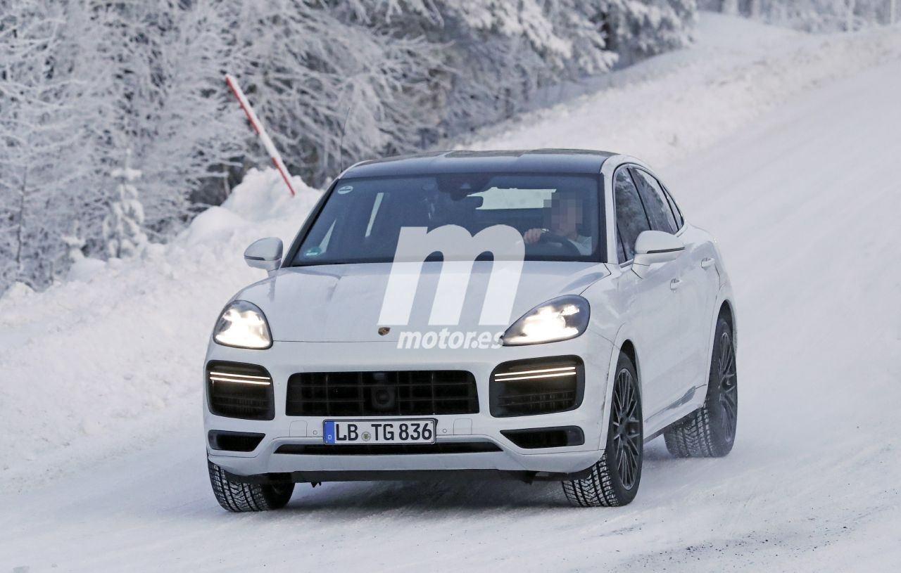 El Porsche Cayenne Coupé Turbo GT 2021 estrena el nuevo año en las pruebas de invierno