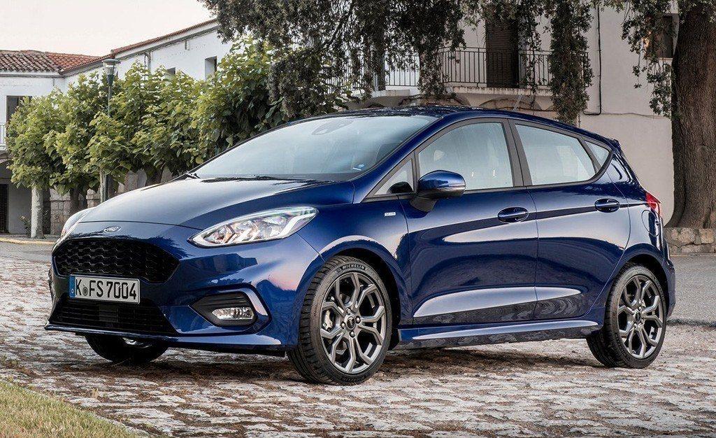 Reino Unido - Diciembre 2019: Ford es la reina con el Fiesta