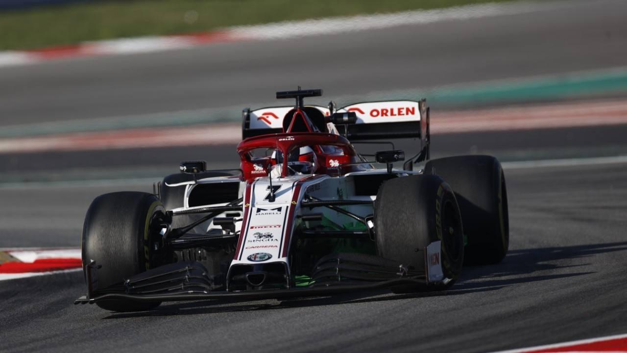 Räikkönen lidera una jornada dominada por el novedoso DAS de Mercedes