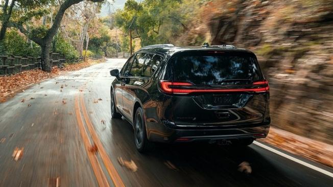 Chrysler Pacifica 2021 - posterior