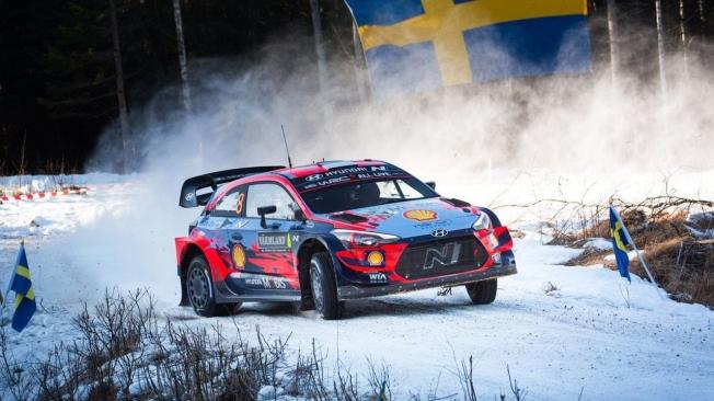 Elfyn Evans pone la directa en la segunda etapa del Rally de Suecia