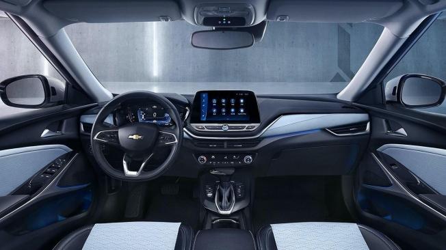Chevrolet Menlo - interior