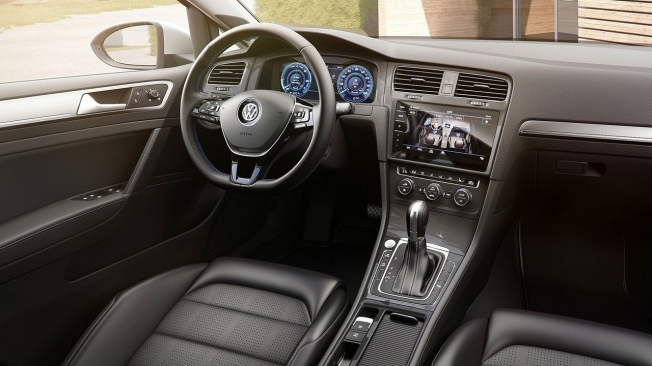Volkswagen e-Golf - interior