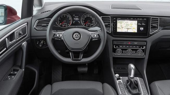 Volkswagen Golf Sportsvan - interior