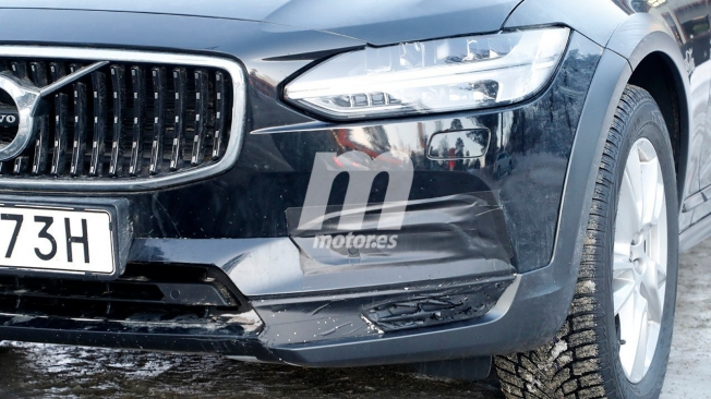 Volvo V90 Cross Country 2021 - foto espía frontal