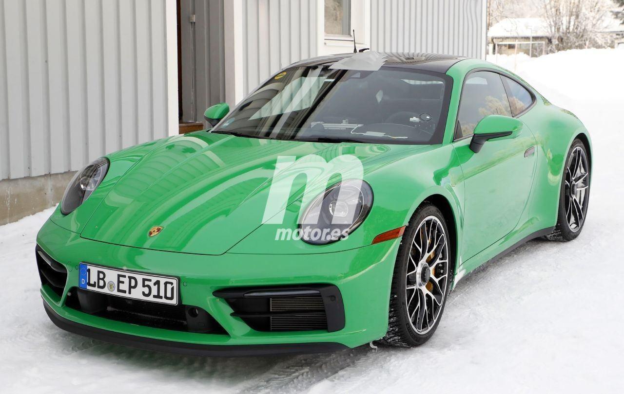 El nuevo Porsche 911 992 GTS Coupé luce sin camuflaje en las pruebas de invierno