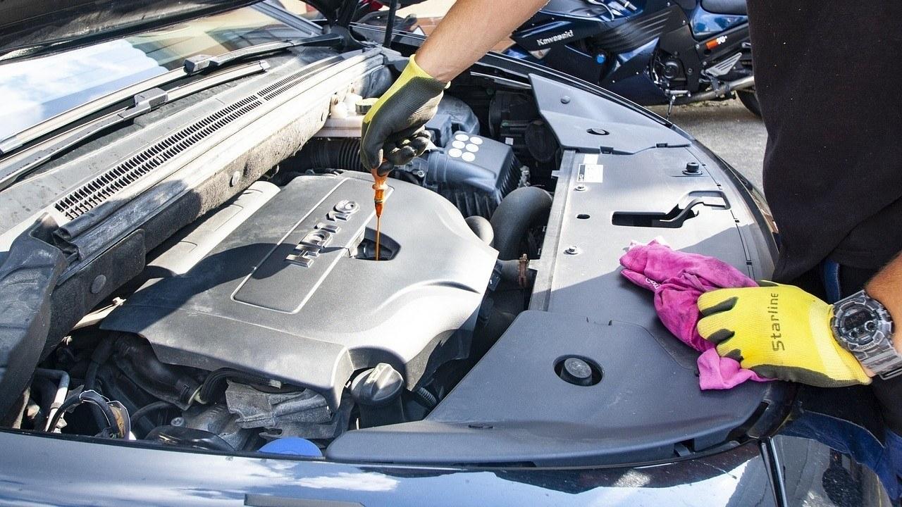 Cómo revisar los niveles de tu coche: fácil y barato