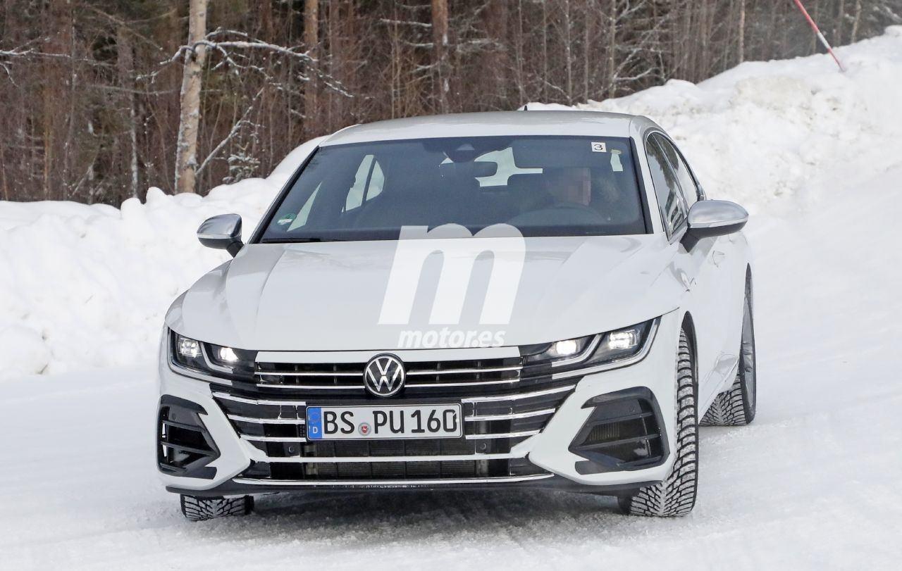 El nuevo Volkswagen Arteon R, cazado en fotos espía en pleno programa de desarrollo