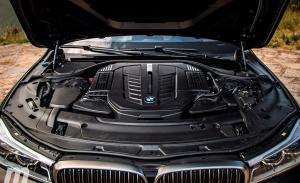 Las estrictas emisiones y los elevados costes sentencian el motor V12 de BMW