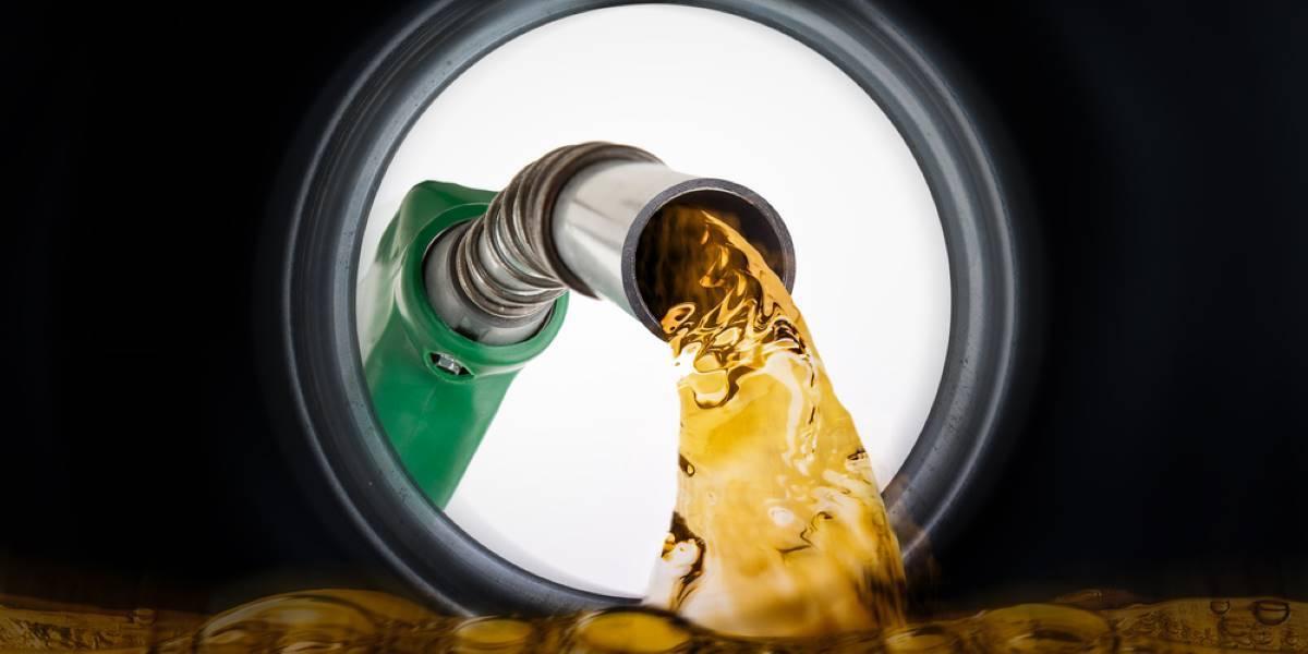 Diésel y gasolina, por debajo de 1 euro por litro siguiendo su brutal caída