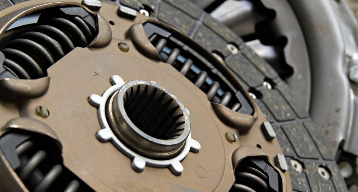 ¿Notas el pedal de embrague duro? Posibles averías e información clave