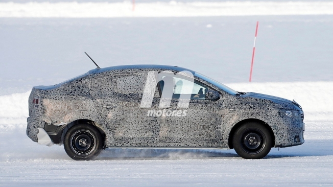 Dacia Logan 2021 - foto espía lateral