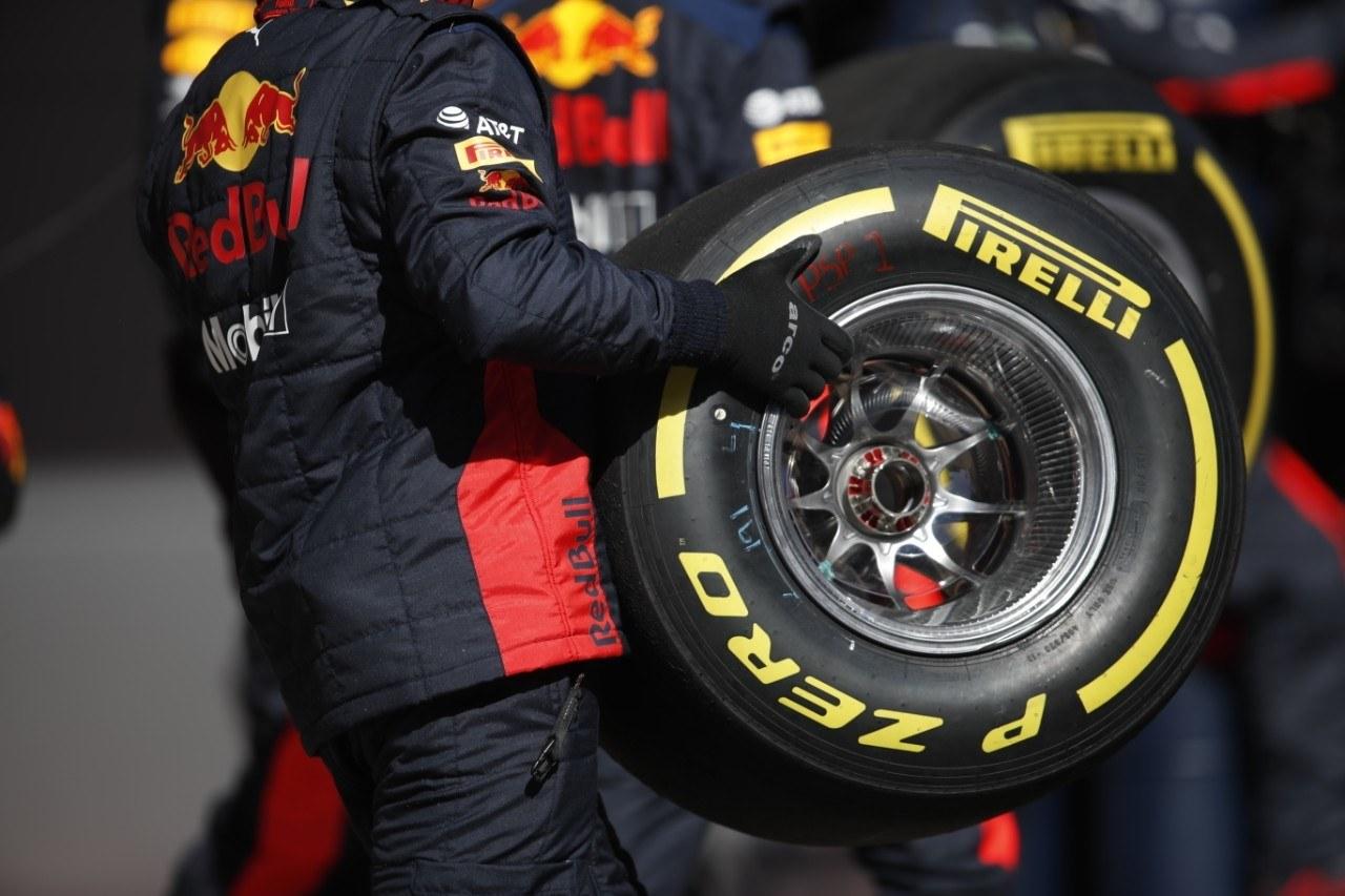 Pirelli avisa: usar neumáticos de 2019 conlleva «mayor degradación y presiones altas»