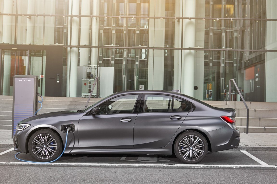 Nuevo híbrido enchufable para la gama del BMW Serie 3 Berlina, el 320e llega en julio