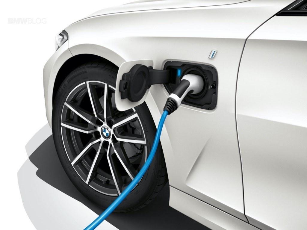 BMW despliega una ofensiva de versiones híbridas y de 48 Voltios en toda la gama hasta julio
