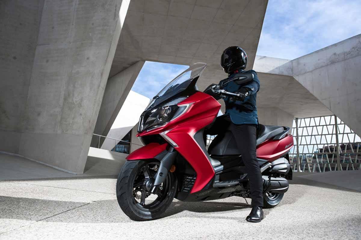 ¿Puedo conducir moto con el carnet de coche? ¿cuándo y cuáles?