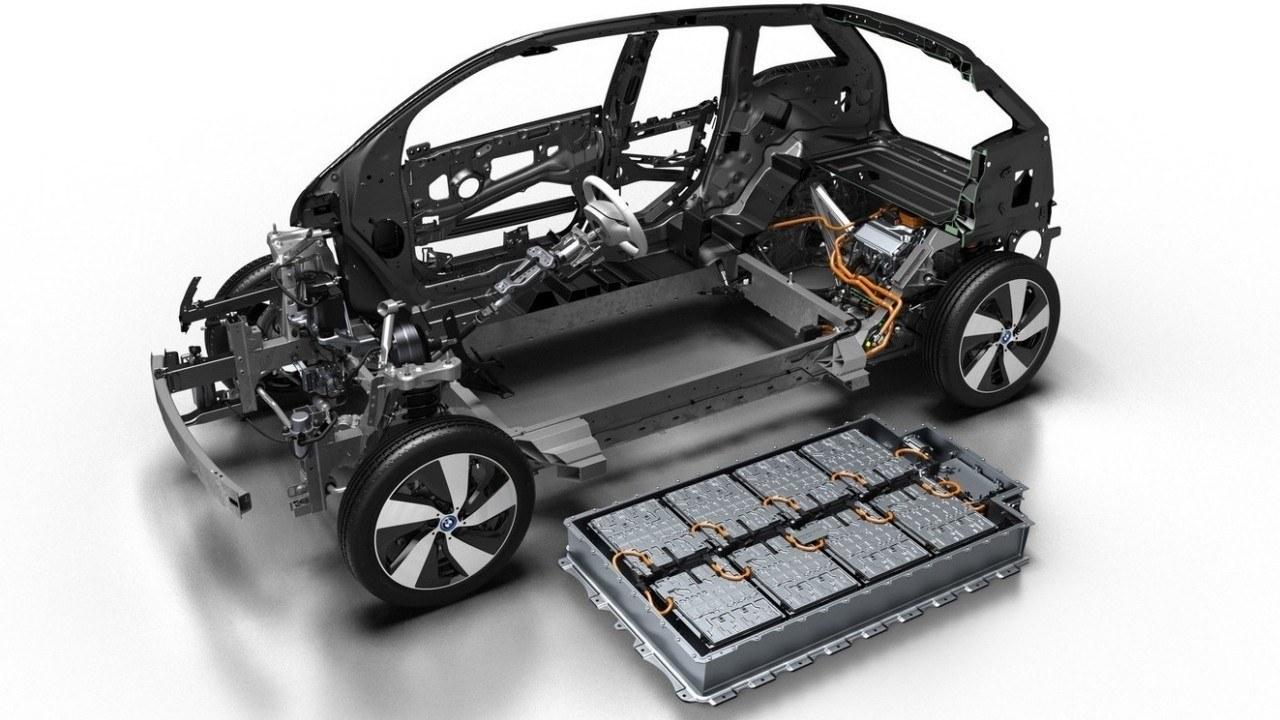 ¿Cuánto cuesta la batería de un coche eléctrico y qué influye en su precio?