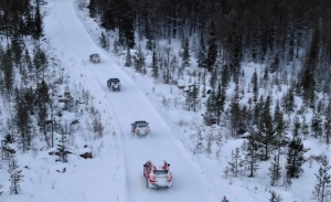 Los nuevos Jeep Renegade y Compass 4xe prueban la tecnología híbrida en Suecia
