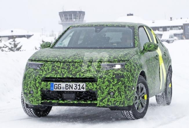 Opel Mokka 2021 - foto espía frontal