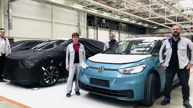 Volkswagen ID.4 Coupé junto al ID.4