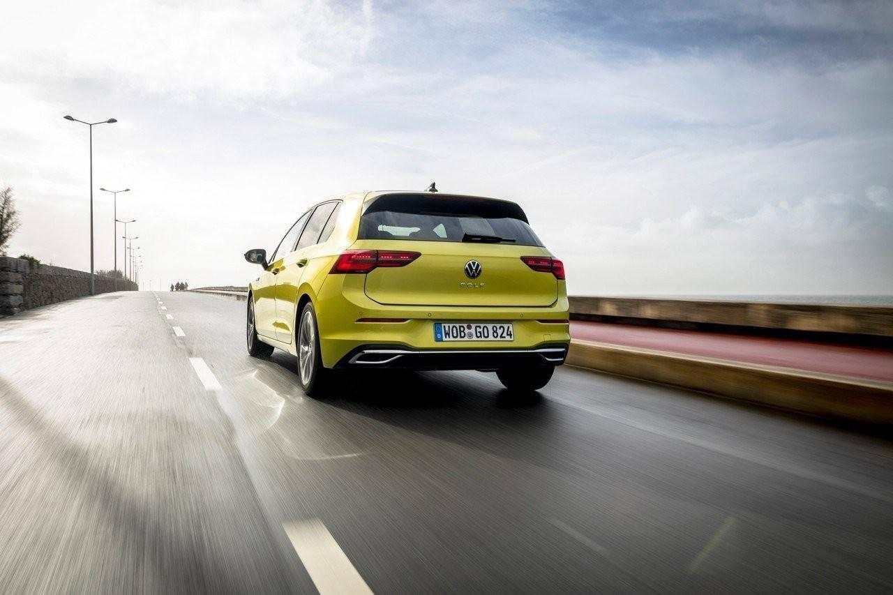 Reino Unido - Marzo 2020: El Golf 8 recorta distancia con el Fiesta