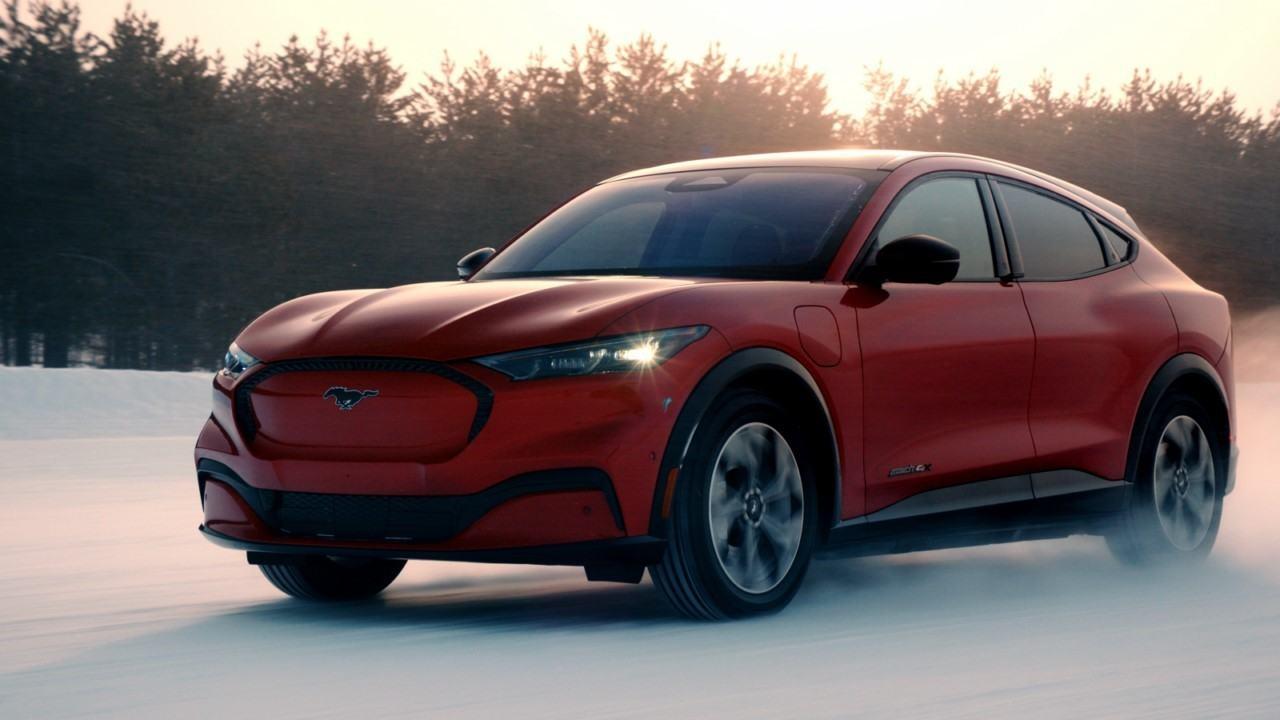 El Ford Mustang Mach-E demuestra su capacidad dinámica sobre nieve [vídeo]
