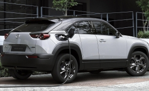 Mazda busca impulsar las ventas del MX-30 regalando un punto de carga doméstico