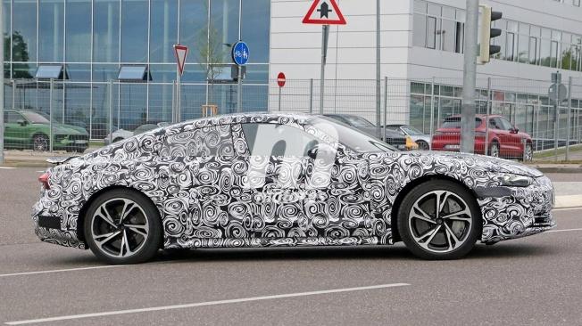 Audi e-tron GT - foto espía lateral