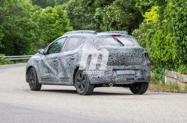 Dacia Sandero Stepway 2021 - foto espía posterior