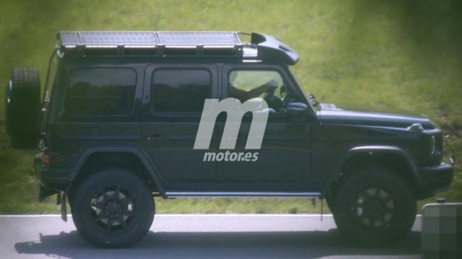 Mercedes-AMG G4x4 2021 - foto espía lateral