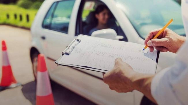 Se reanudan los exámenes de conducir