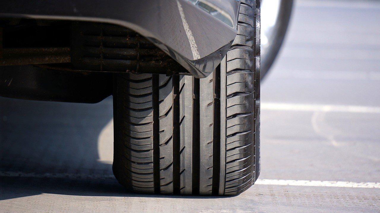 Revisar la presión de los neumáticos: ¿cómo lo hago y qué debo saber?