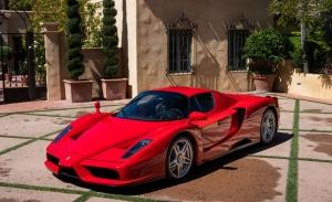 Un Ferrari Enzo casi a estrenar rompe el récord para subastas online