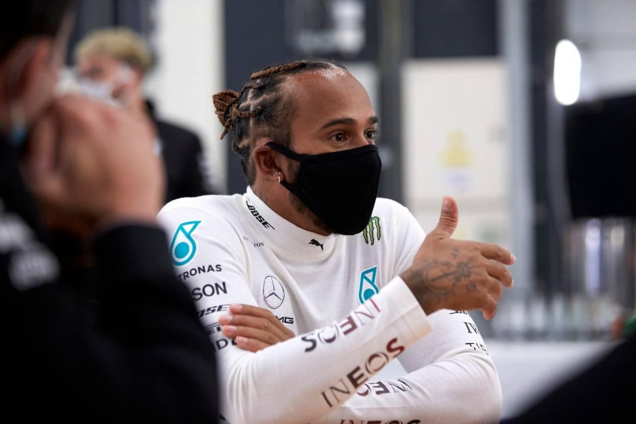 Hamilton critica los comentarios racistas de Ecclestone: «Son ignorantes y maleducados»