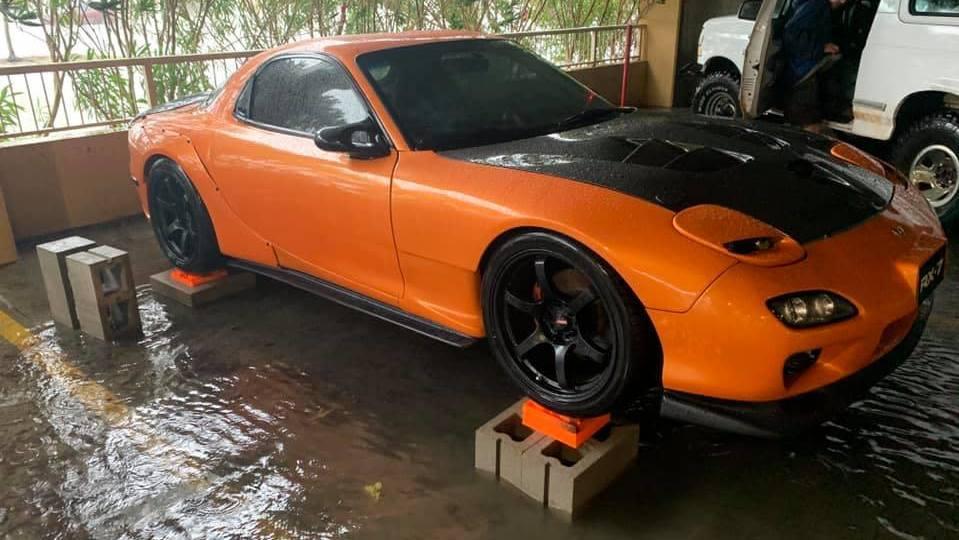 La historia del buen samaritano que evitó que un precioso Mazda RX-7 FD se ahogase