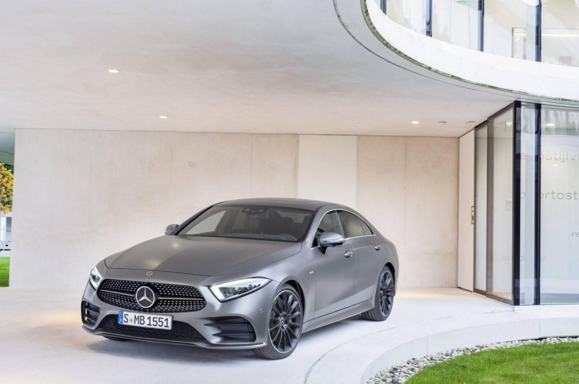 Mercedes CLS 2021, ligeros cambios y más equipamiento en la berlina deportiva