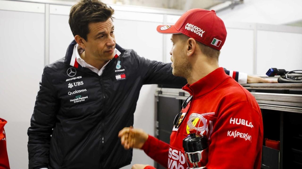 ¿Tiene Mercedes interés real en Vettel o es simple cortesía?