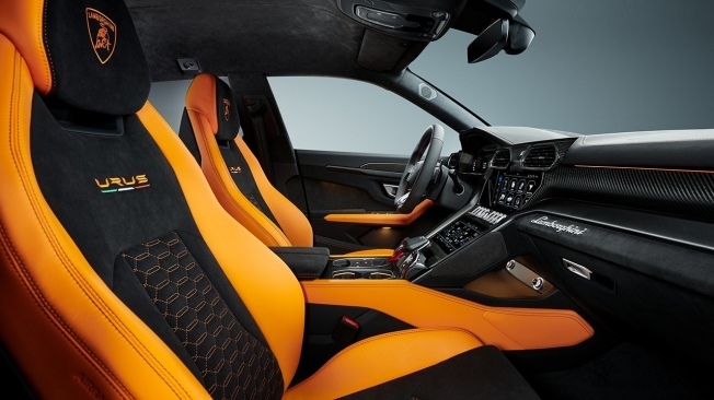 Lamborghini Urus 2021 - interior