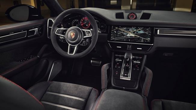Porsche Cayenne GTS 2020 - interior