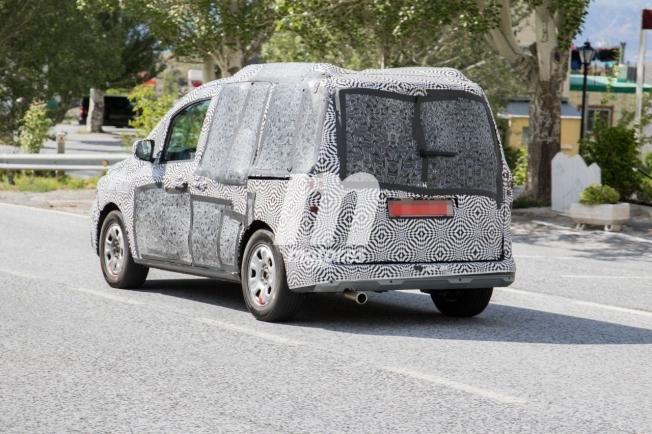 Renault Kangoo VP 2021 - foto espía posterior