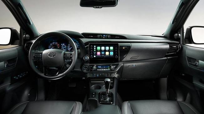 Toyota Hilux 2021 - interior