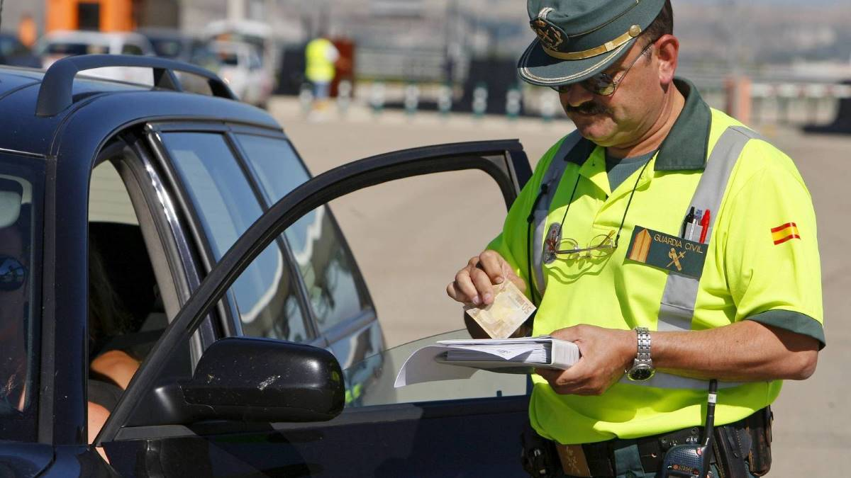 ¿Cuánto es la multa por conducir sin seguro?